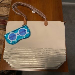 cute summer tote with sunglass holder